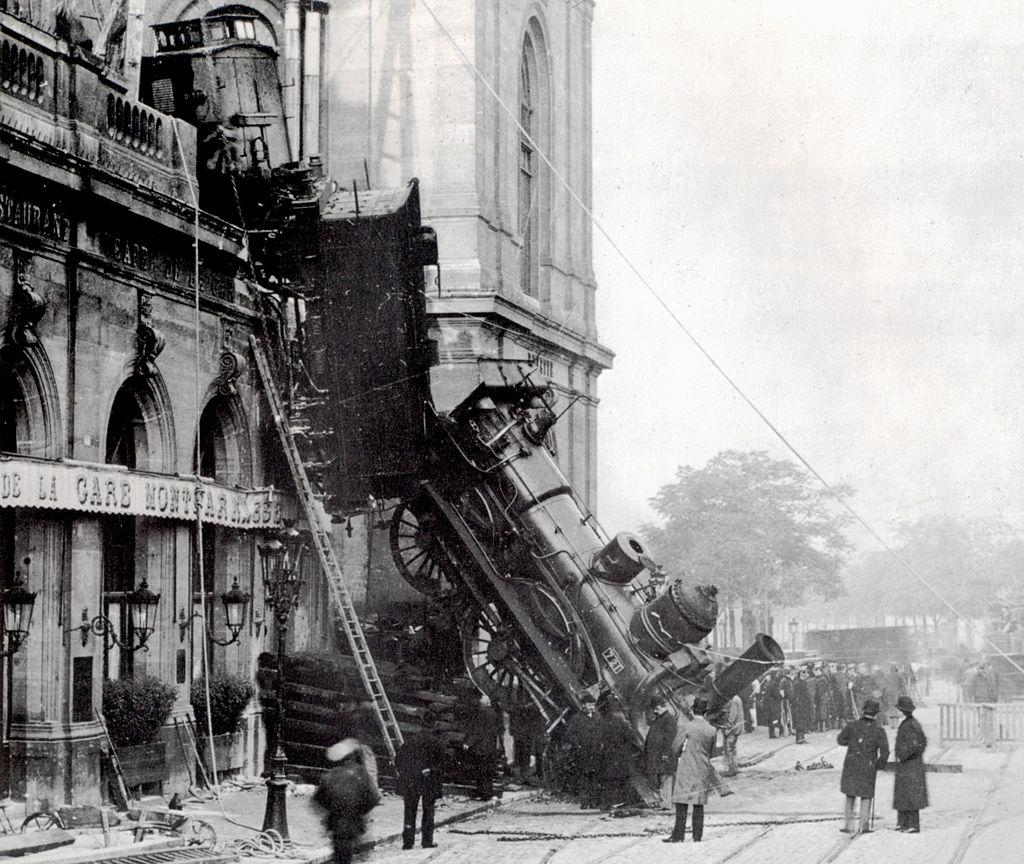 1024px-Train_wreck_at_Montparnasse_1895_2