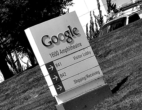 By Coolcaesar (Googleplexwelcomesign.jpg) [GFDL (www.gnu.org/copyleft/fdl.html) or CC-BY-SA-3.0 (http://creativecommons.org/licenses/by-sa/3.0/)], via Wikimedia Commons