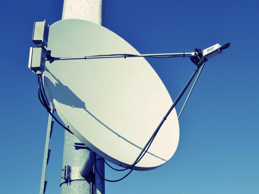 1024px-Satellite_dish_in_Austria
